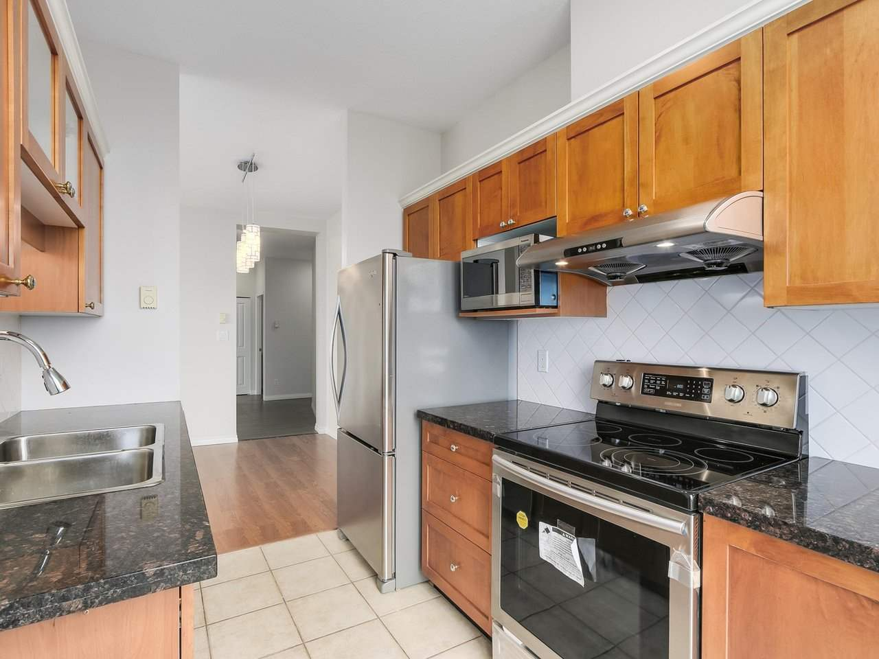 Condo Apartment at 1903 6837 STATION HILL DRIVE, Unit 1903, Burnaby South, British Columbia. Image 9