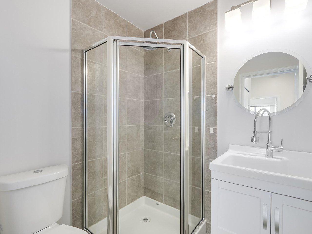 Condo Apartment at 1903 6837 STATION HILL DRIVE, Unit 1903, Burnaby South, British Columbia. Image 14