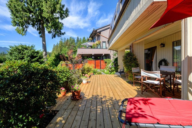 Half-duplex at 5625 EAGLE COURT, North Vancouver, British Columbia. Image 17