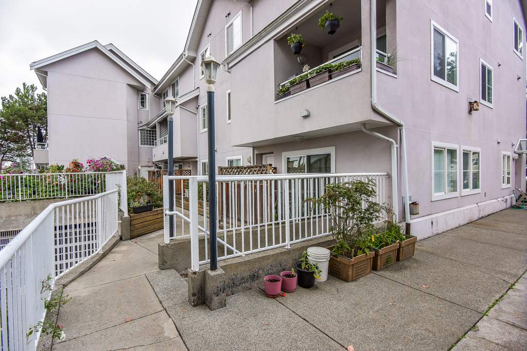 Townhouse at 202 6930 BALMORAL STREET, Unit 202, Burnaby South, British Columbia. Image 4