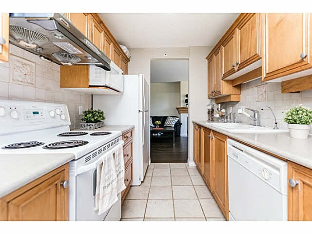 Condo Apartment at 401 5639 HAMPTON PLACE, Unit 401, Vancouver West, British Columbia. Image 6