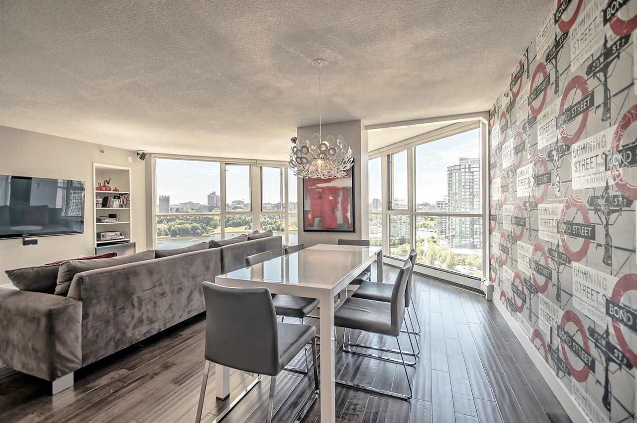 Condo Apartment at 1702 289 DRAKE STREET, Unit 1702, Vancouver West, British Columbia. Image 1