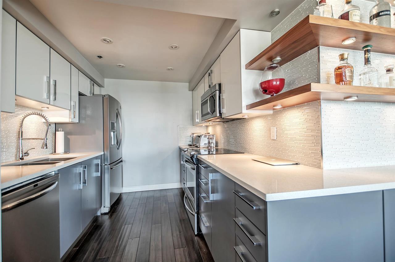 Condo Apartment at 1702 289 DRAKE STREET, Unit 1702, Vancouver West, British Columbia. Image 2