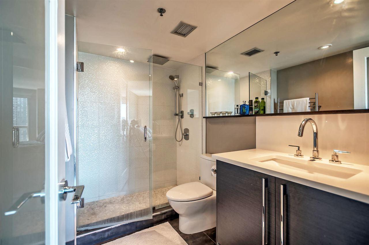 Condo Apartment at 1702 289 DRAKE STREET, Unit 1702, Vancouver West, British Columbia. Image 13
