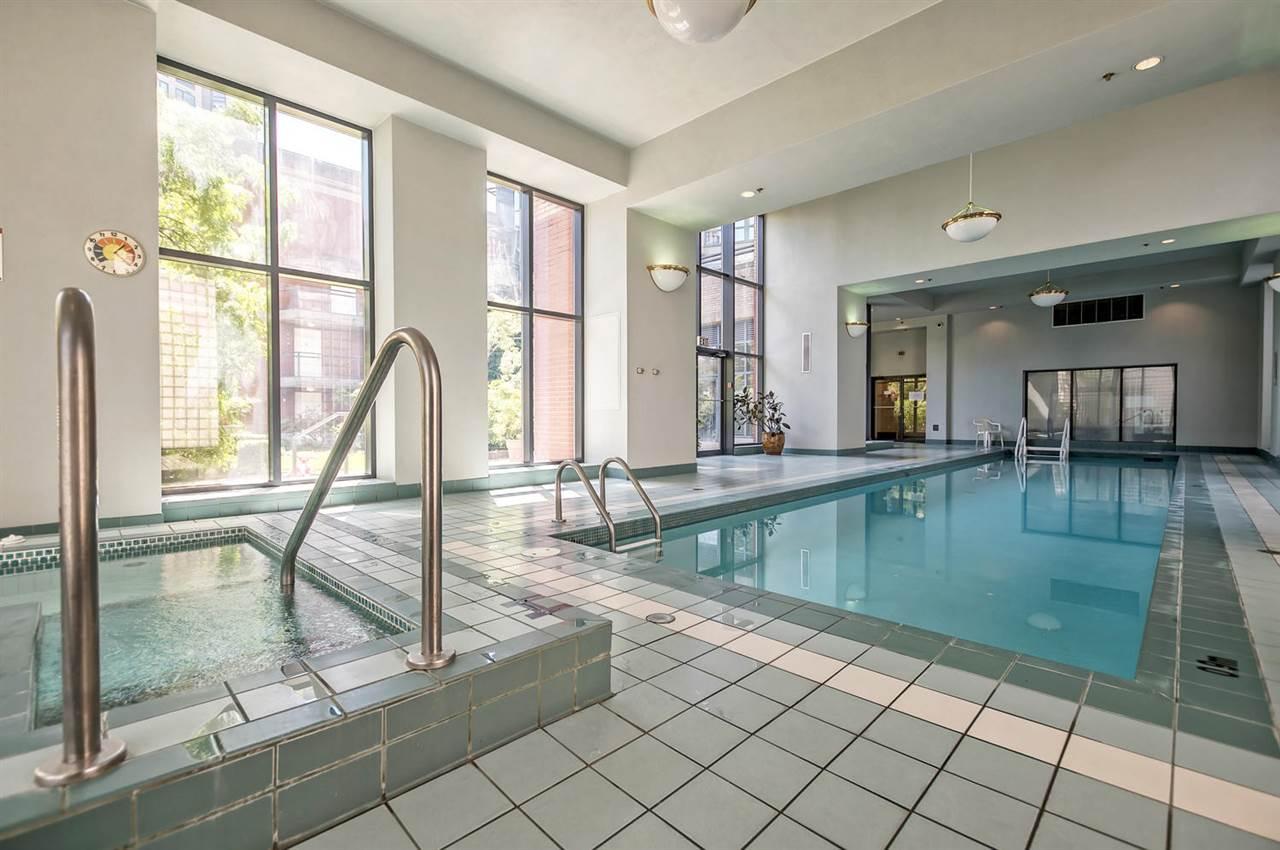 Condo Apartment at 1702 289 DRAKE STREET, Unit 1702, Vancouver West, British Columbia. Image 18