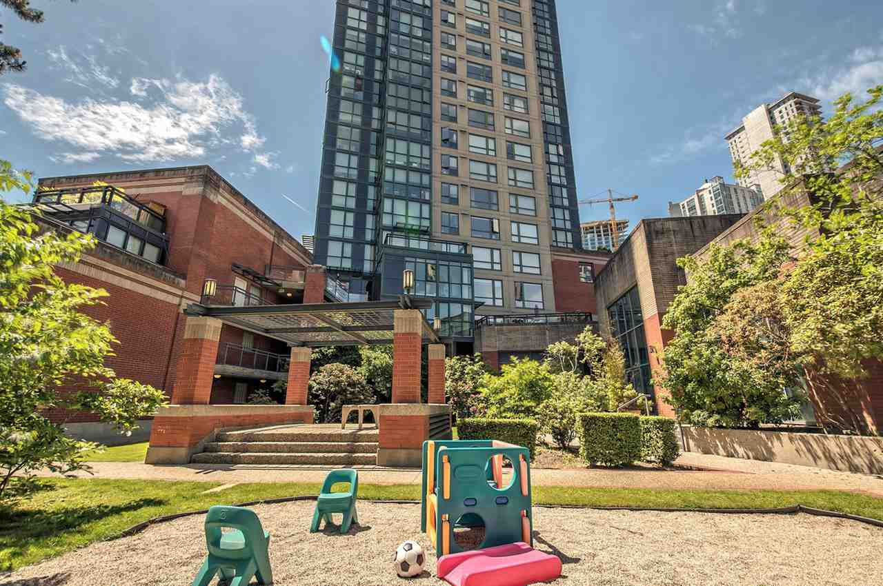 Condo Apartment at 1702 289 DRAKE STREET, Unit 1702, Vancouver West, British Columbia. Image 19