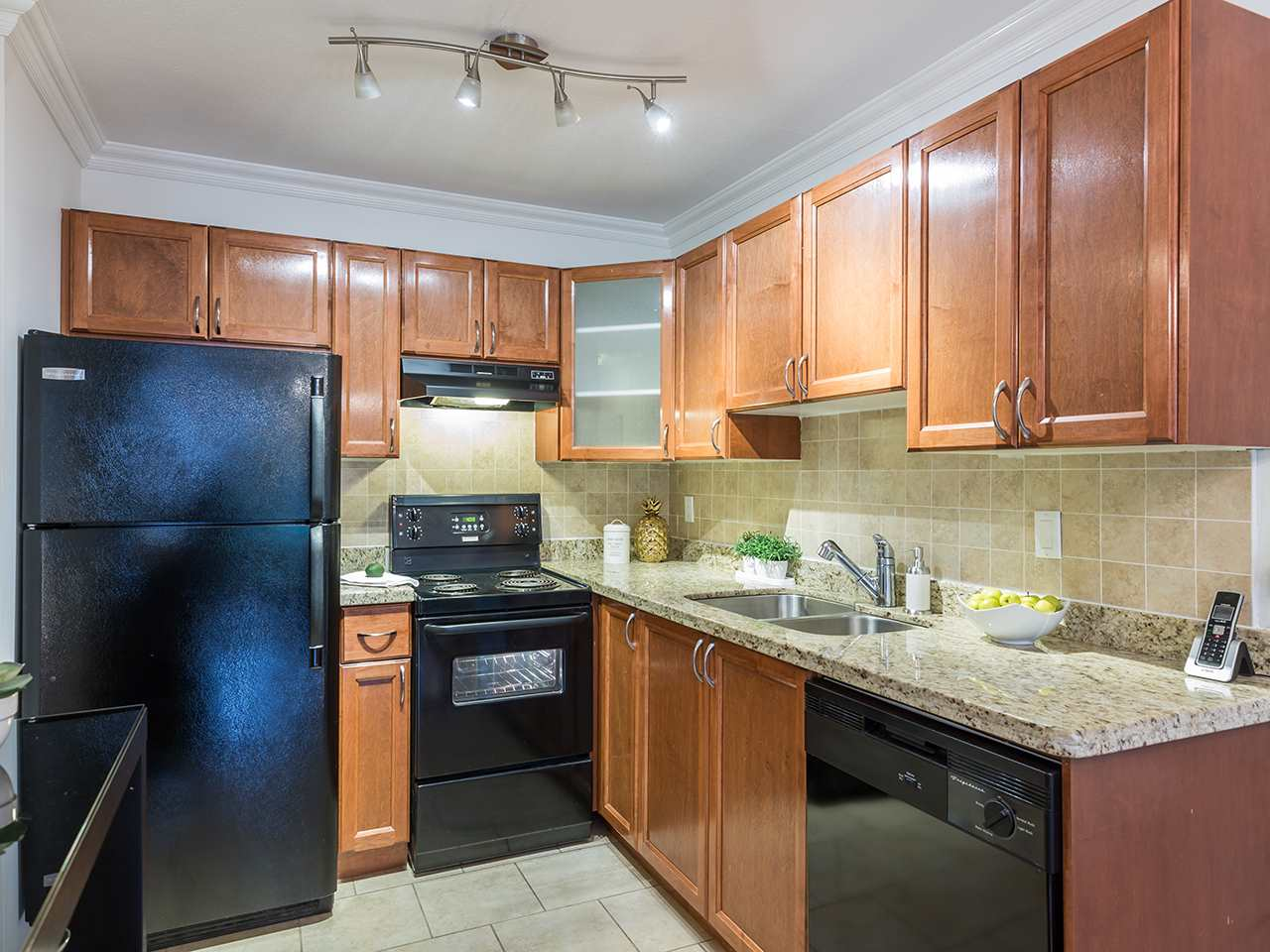 Condo Apartment at 219 1550 BARCLAY STREET, Unit 219, Vancouver West, British Columbia. Image 5