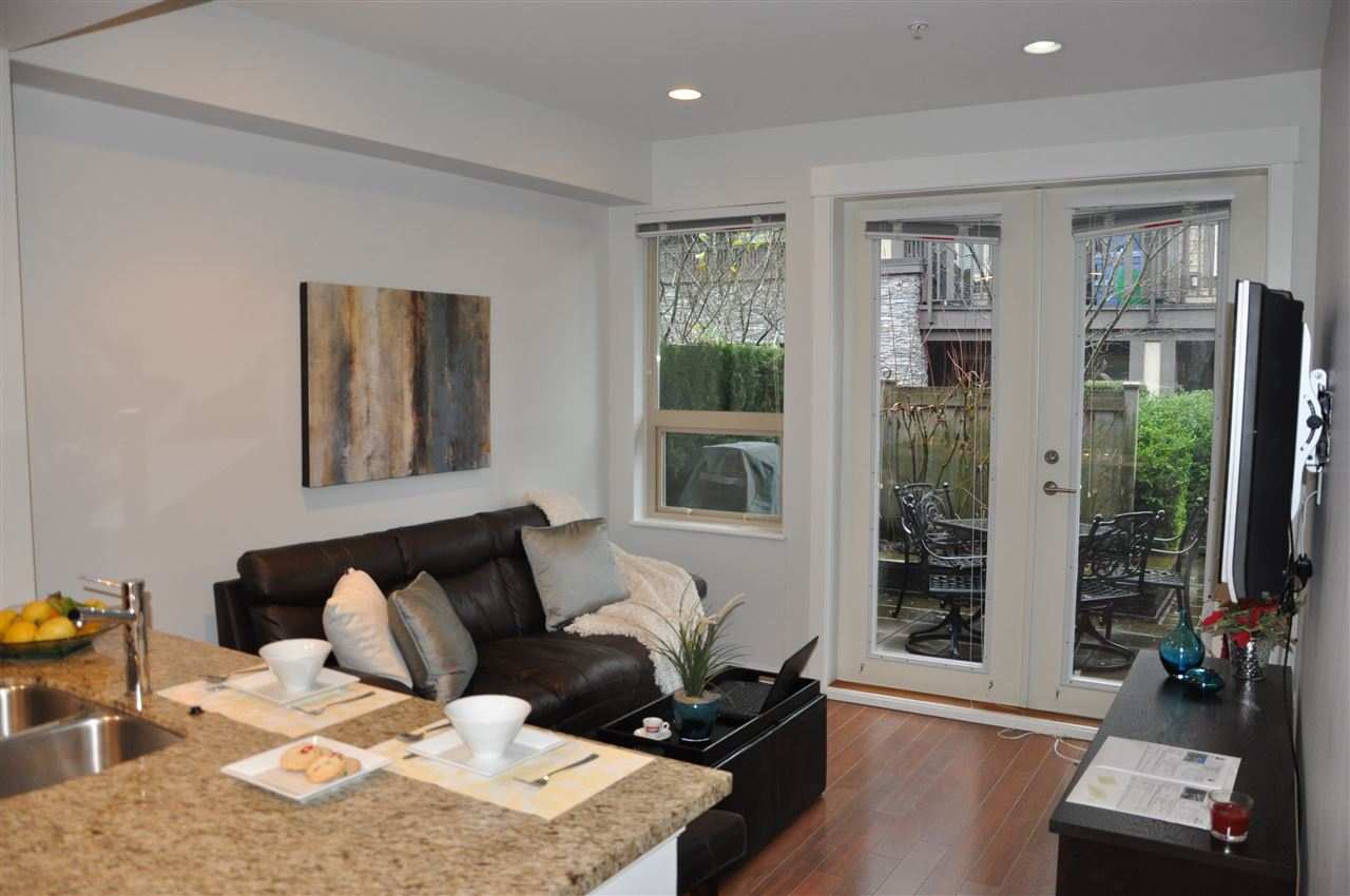 Townhouse at 320 E 14TH STREET, North Vancouver, British Columbia. Image 4
