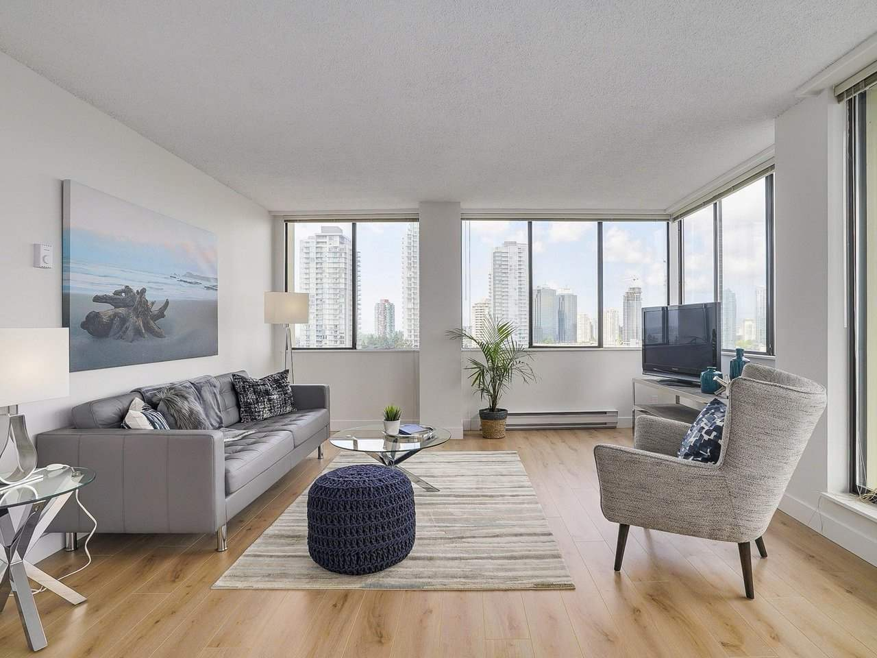 Condo Apartment at 1806 6540 BURLINGTON AVENUE, Unit 1806, Burnaby South, British Columbia. Image 2
