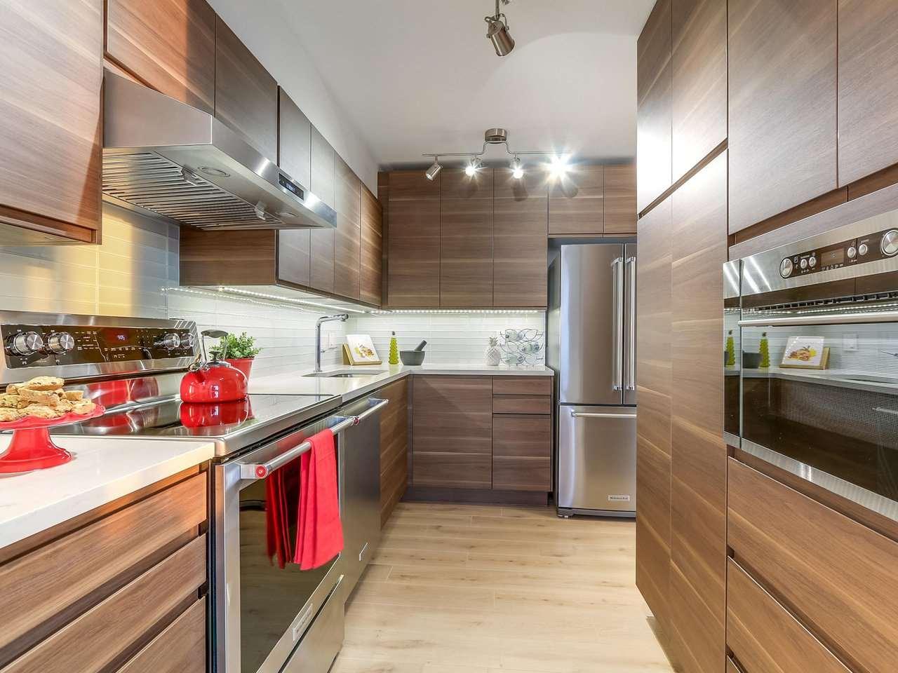 Condo Apartment at 1806 6540 BURLINGTON AVENUE, Unit 1806, Burnaby South, British Columbia. Image 3