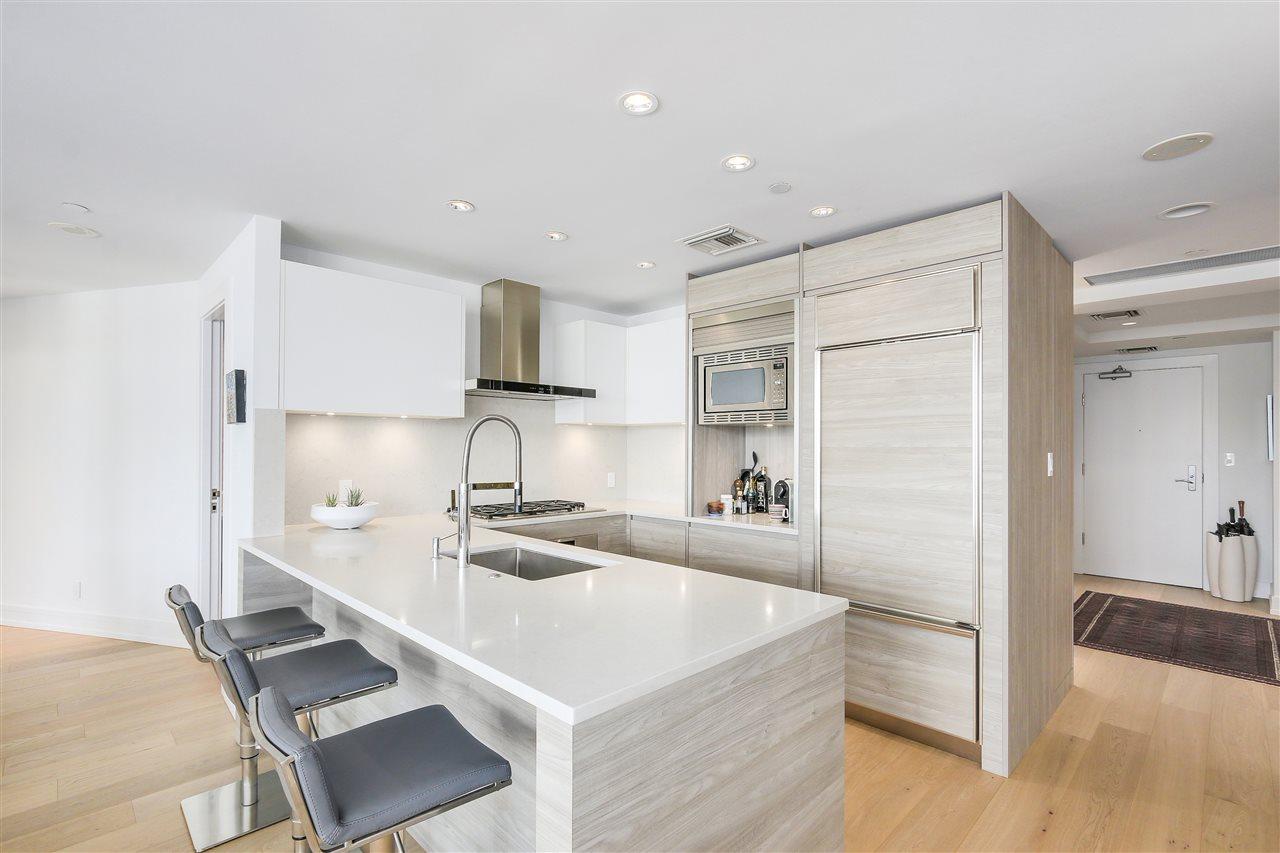 Condo Apartment at 303 628 KINGHORNE MEWS, Unit 303, Vancouver West, British Columbia. Image 5