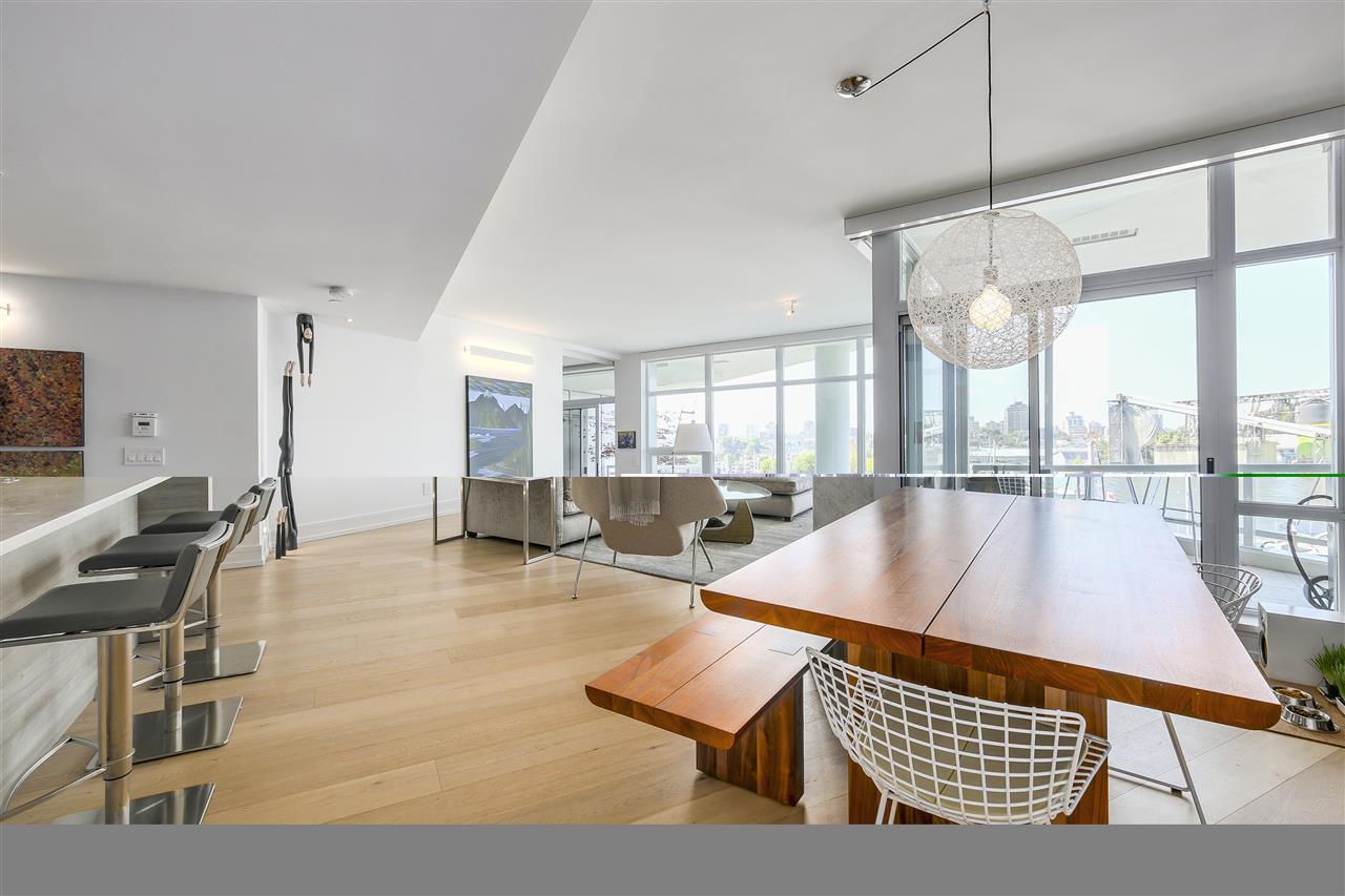 Condo Apartment at 303 628 KINGHORNE MEWS, Unit 303, Vancouver West, British Columbia. Image 6