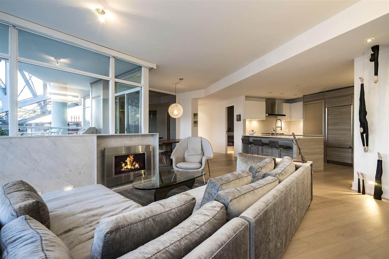 Condo Apartment at 303 628 KINGHORNE MEWS, Unit 303, Vancouver West, British Columbia. Image 15