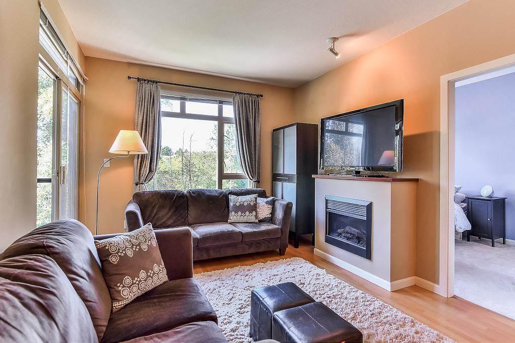 Condo Apartment at 301 100 CAPILANO ROAD, Unit 301, Port Moody, British Columbia. Image 4