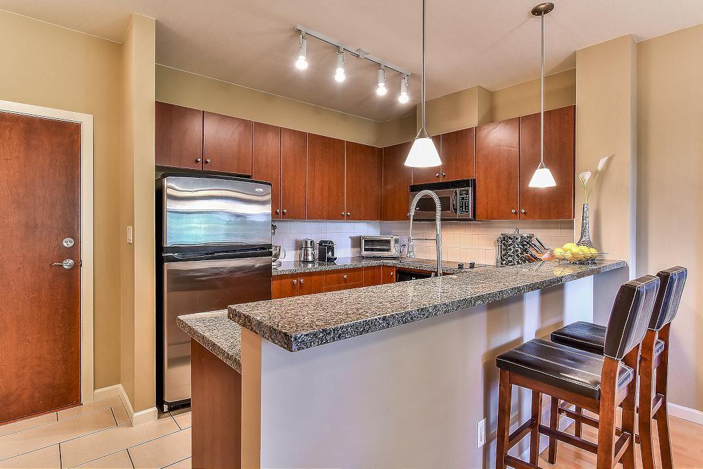 Condo Apartment at 301 100 CAPILANO ROAD, Unit 301, Port Moody, British Columbia. Image 5