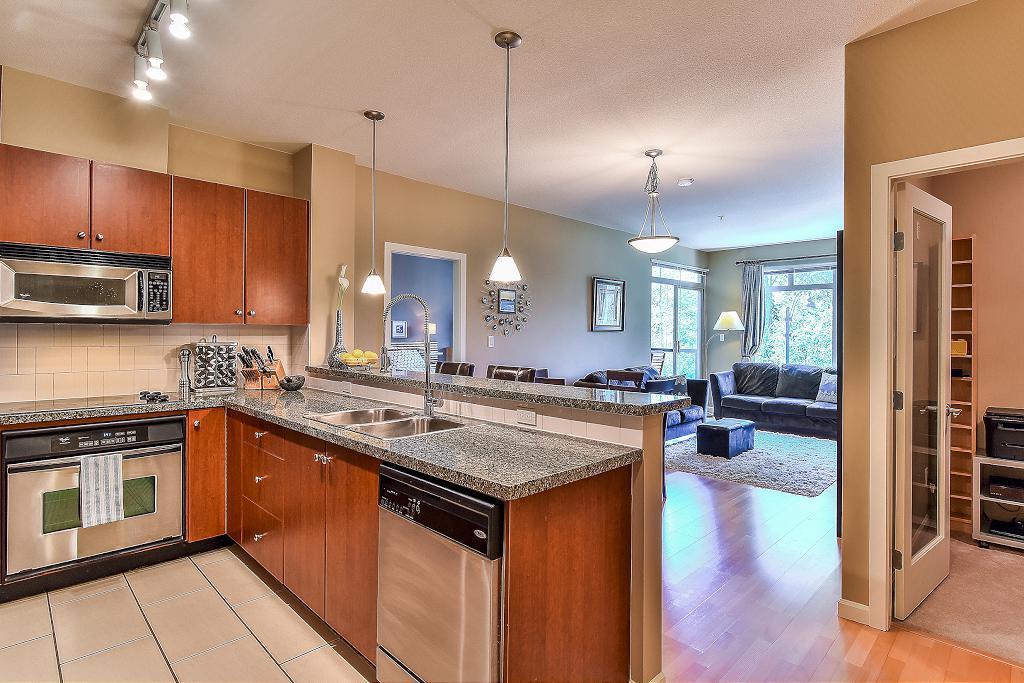 Condo Apartment at 301 100 CAPILANO ROAD, Unit 301, Port Moody, British Columbia. Image 7
