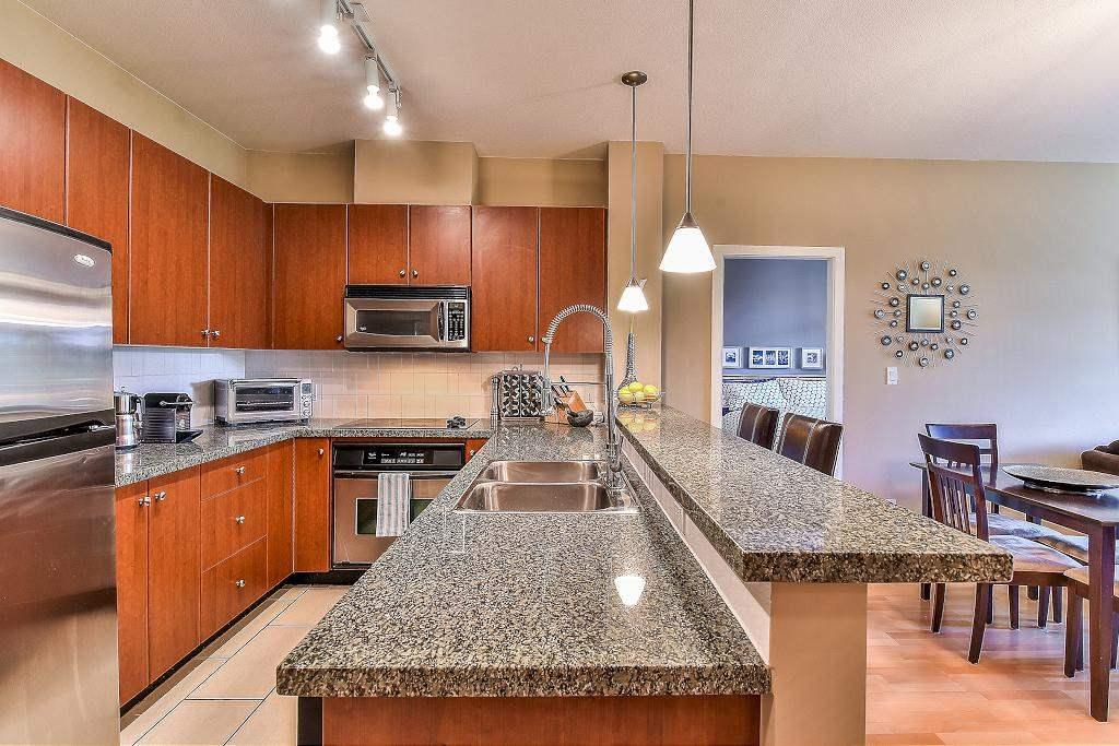 Condo Apartment at 301 100 CAPILANO ROAD, Unit 301, Port Moody, British Columbia. Image 8