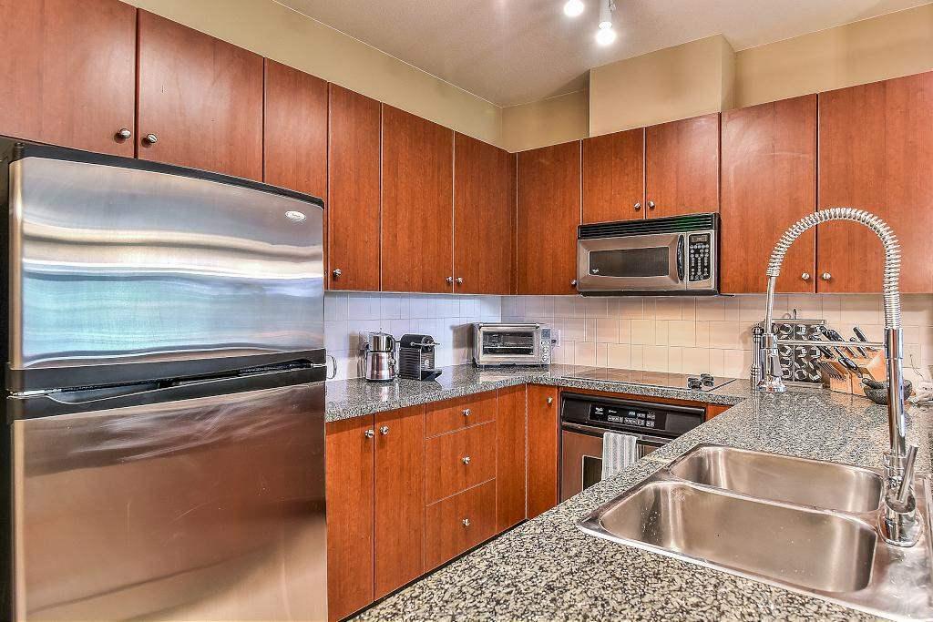 Condo Apartment at 301 100 CAPILANO ROAD, Unit 301, Port Moody, British Columbia. Image 9