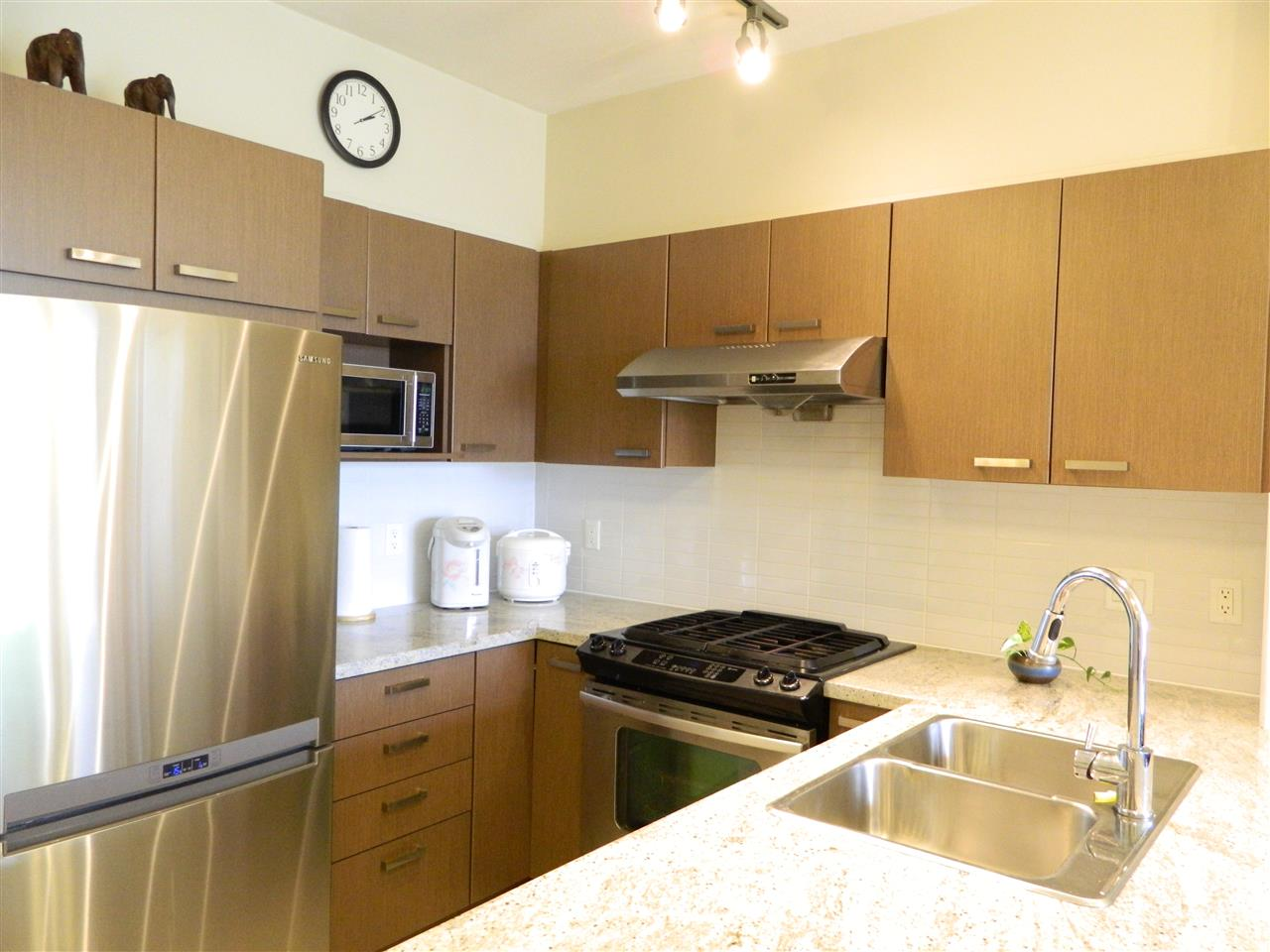 Condo Apartment at 406 9500 ODLIN ROAD, Unit 406, Richmond, British Columbia. Image 3