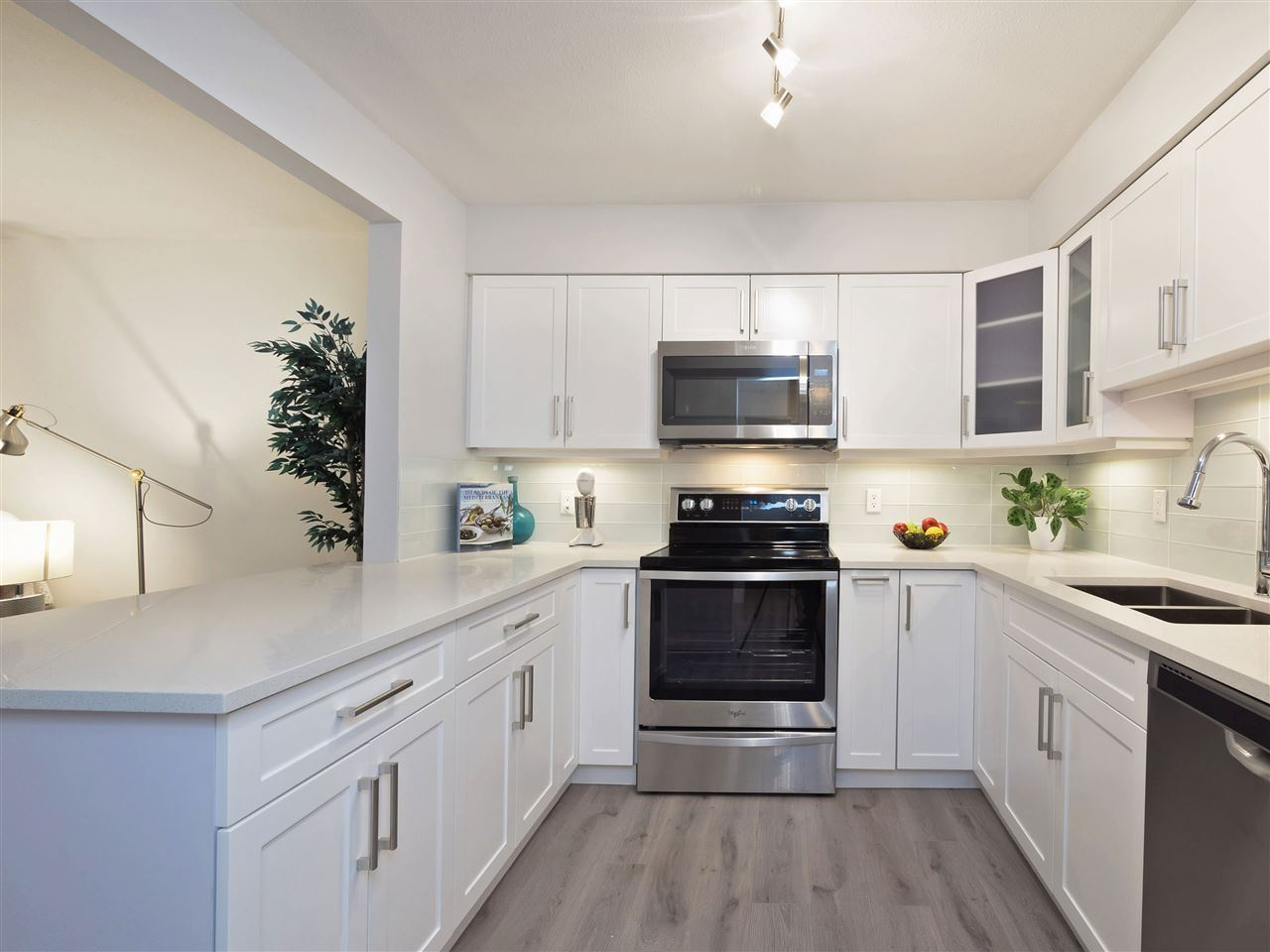 Condo Apartment at 211 1148 WESTWOOD STREET, Unit 211, Coquitlam, British Columbia. Image 2