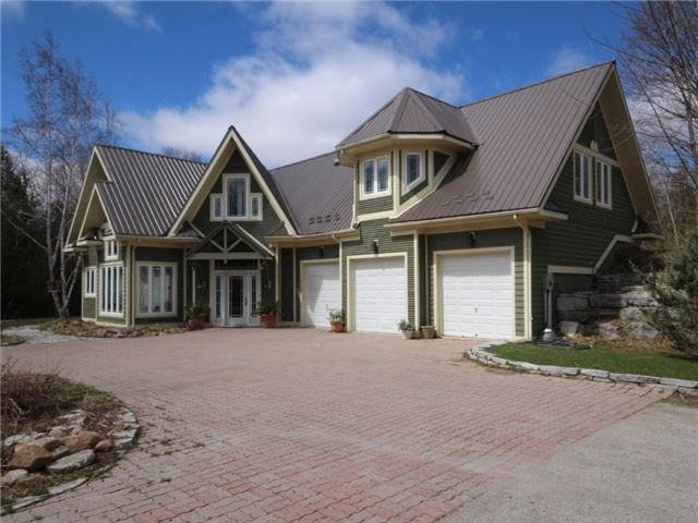 Detached at 2 Forest Wood Lane, Oro-Medonte, Ontario. Image 1