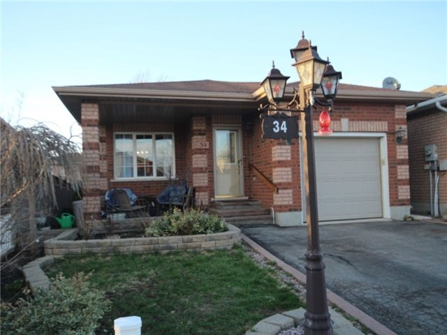 Detached at 34 Lucas Ave, Barrie, Ontario. Image 1