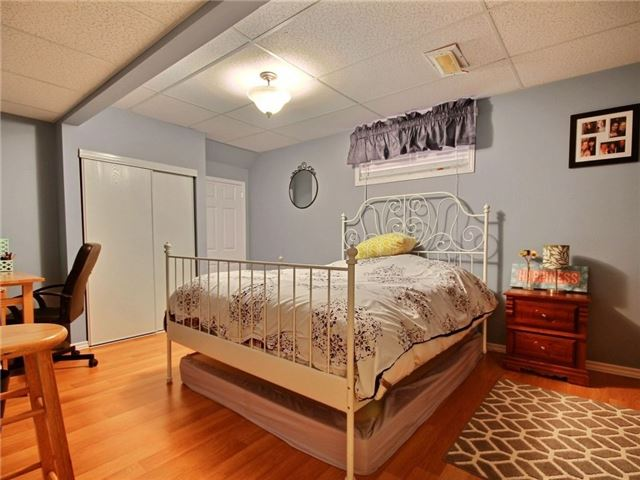 Detached at 34 Lucas Ave, Barrie, Ontario. Image 2