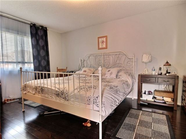 Detached at 34 Lucas Ave, Barrie, Ontario. Image 3