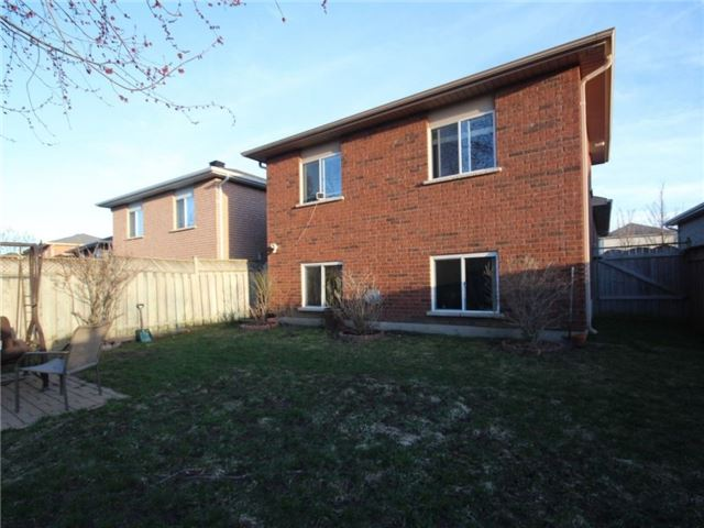 Detached at 34 Lucas Ave, Barrie, Ontario. Image 9