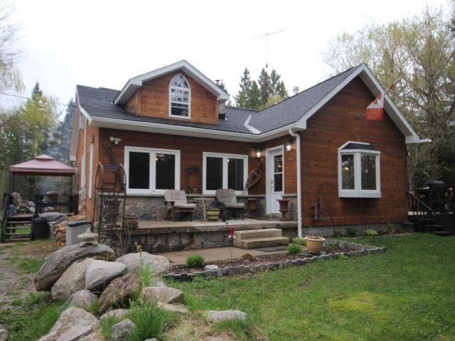 Detached at 479 Penetanguishene Rd, Oro-Medonte, Ontario. Image 1