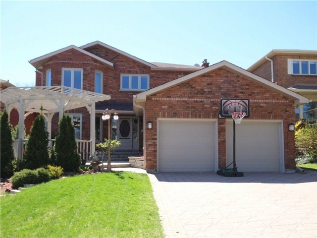 Detached at 22 Thackeray Cres, Barrie, Ontario. Image 1
