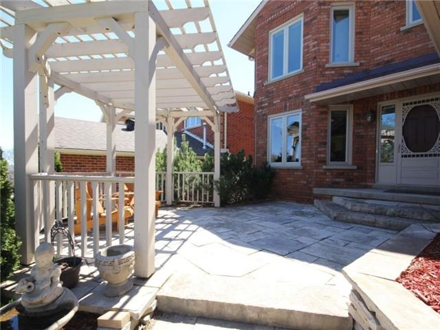Detached at 22 Thackeray Cres, Barrie, Ontario. Image 12