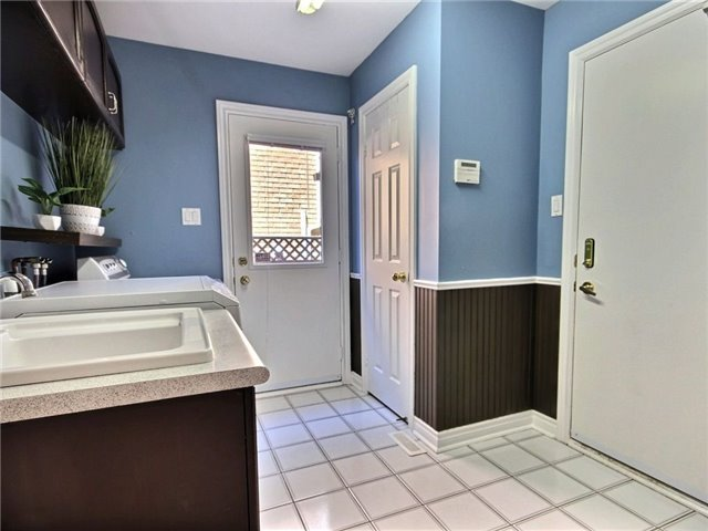 Detached at 22 Thackeray Cres, Barrie, Ontario. Image 3