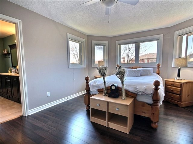 Detached at 22 Thackeray Cres, Barrie, Ontario. Image 5