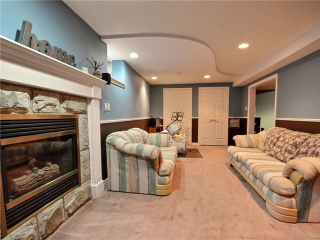 Detached at 22 Thackeray Cres, Barrie, Ontario. Image 10