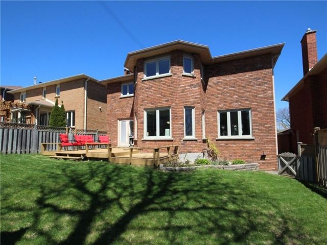Detached at 22 Thackeray Cres, Barrie, Ontario. Image 11
