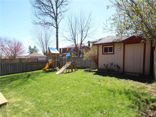 Detached at 22 Thackeray Cres, Barrie, Ontario. Image 13