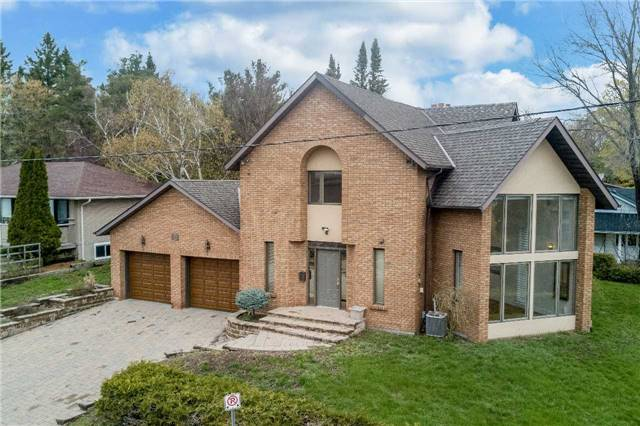 Detached at 77 Berczy St, Barrie, Ontario. Image 1