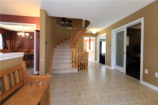 Detached at 63 Grant's Way, Barrie, Ontario. Image 12