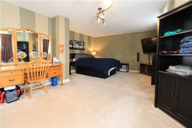 Detached at 63 Grant's Way, Barrie, Ontario. Image 8