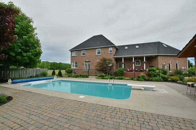 Detached at 7975 Poplar Sdrd, Clearview, Ontario. Image 15