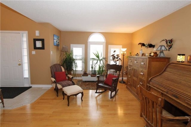 Detached at 100 Sproule Dr, Barrie, Ontario. Image 12