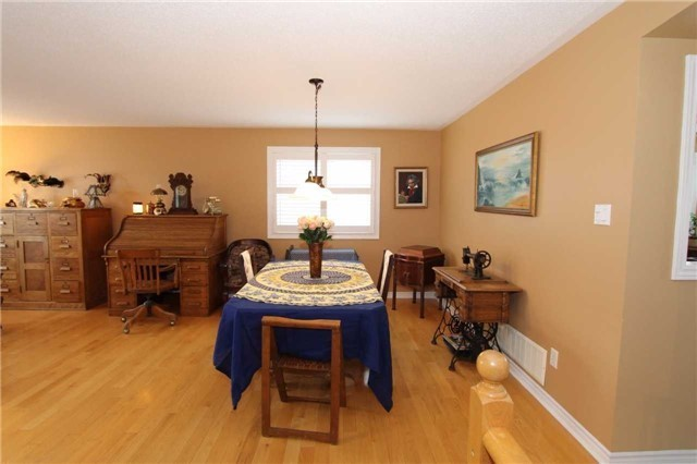 Detached at 100 Sproule Dr, Barrie, Ontario. Image 15