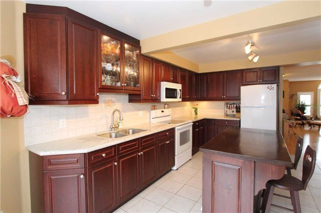 Detached at 100 Sproule Dr, Barrie, Ontario. Image 2