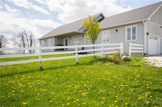 Detached at 6685 12/13 Sideroad Rd, Clearview, Ontario. Image 12
