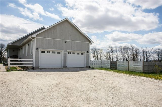 Detached at 6685 12/13 Sideroad Rd, Clearview, Ontario. Image 13