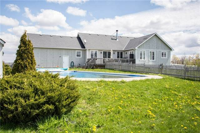 Detached at 6685 12/13 Sideroad Rd, Clearview, Ontario. Image 14