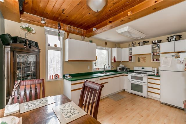 Detached at 22 Slalom Dr, Oro-Medonte, Ontario. Image 8
