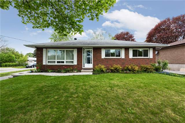 Detached at 106 Johnson St, Barrie, Ontario. Image 1