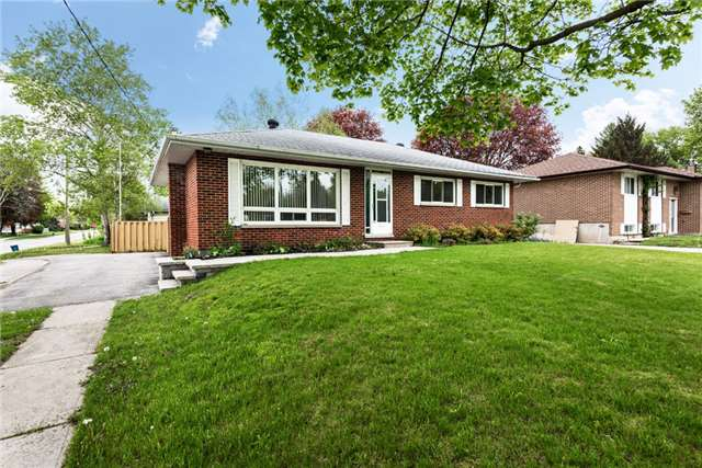 Detached at 106 Johnson St, Barrie, Ontario. Image 8